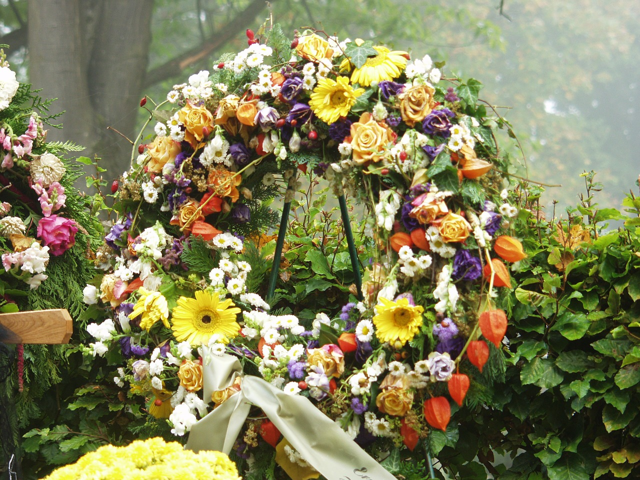 Bouquets wreaths or sprays what you need to know about funeral what you need to know about funeral flowers izmirmasajfo